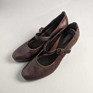 Clarks brown leather heeled mary jane shoe